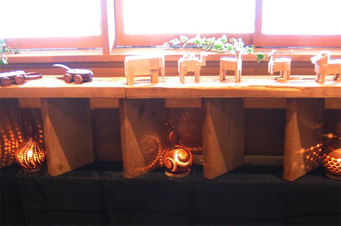 山岸信夫 作、ひょうたんランプと木製動物パズル