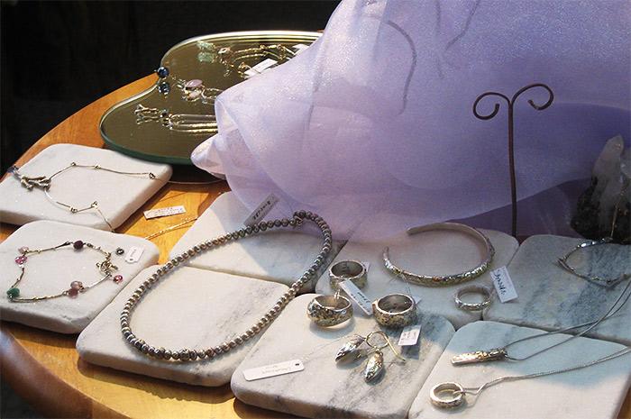 Jewelry by Kiyomi Yamagishi